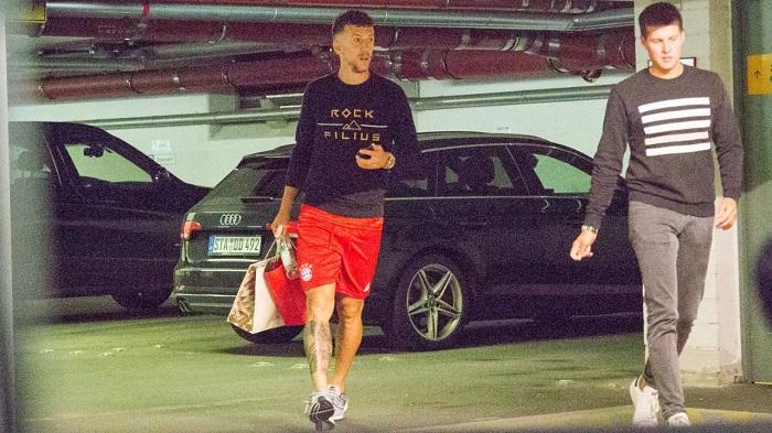 一图流:佩里西奇接受拜仁体检,已经穿上了拜仁球裤